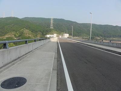 嘉瀬川ダム 堤防道路
