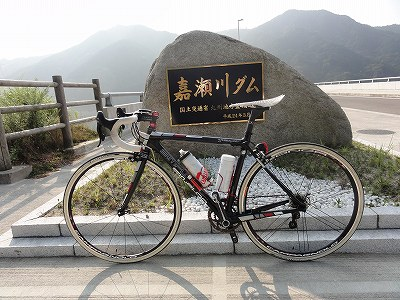 嘉瀬川ダム 記念碑