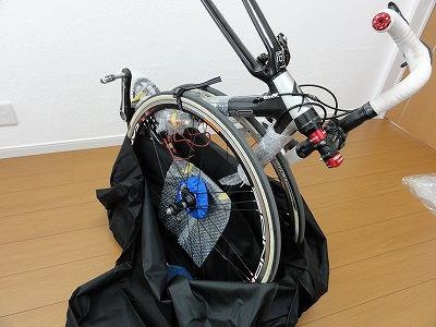 輪行袋 使い方 フレームにホイールを固定