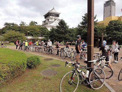 サイクルツアー北九州2013 小倉場をバックに