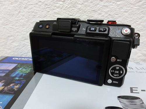 オリンパス PEN Lite E-PL6 液晶保護フィルム貼り付け