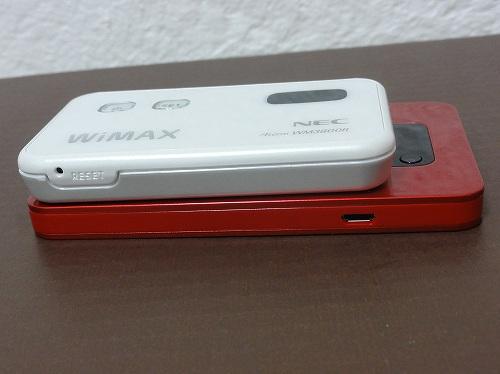 WX01 WM3800R 比較 厚さ 重ねてみた WiMAX2+