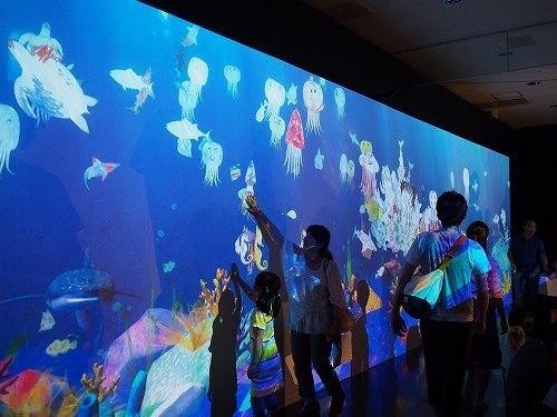 未来の遊園地 福岡 お絵かき水族館 チームラボアイランド
