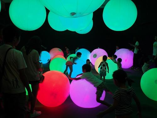 未来の遊園地 福岡 光のボールでオーケストラ チームラボアイランド